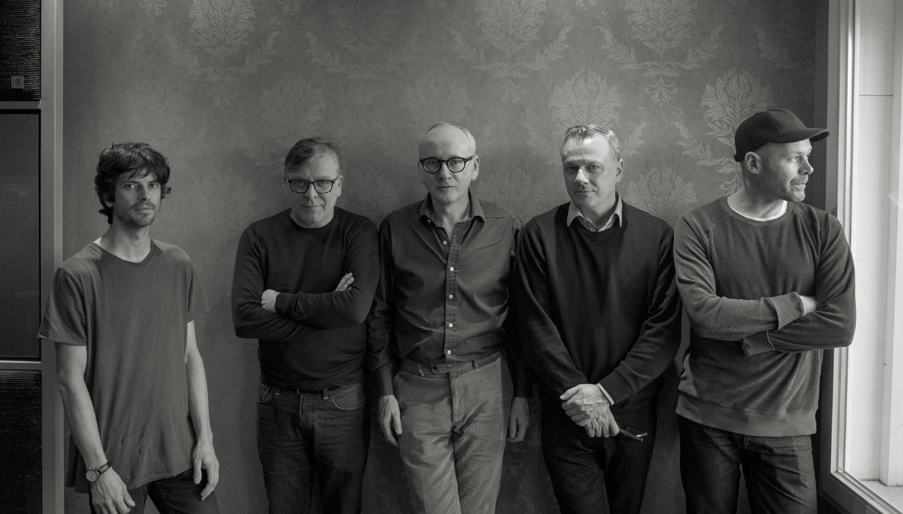 Teenage Fanclub Share New Track 'Everything Is Falling Apart'